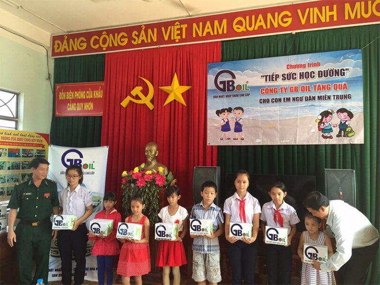 """GB OIL """"Tiếp sức học đường"""" cho con em ngư dân miền Trung"""