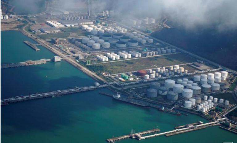 Giá xăng dầu hôm nay 31.8.2021: Sản lượng khai thác tại Mỹ giảm 90% vì bão Ida